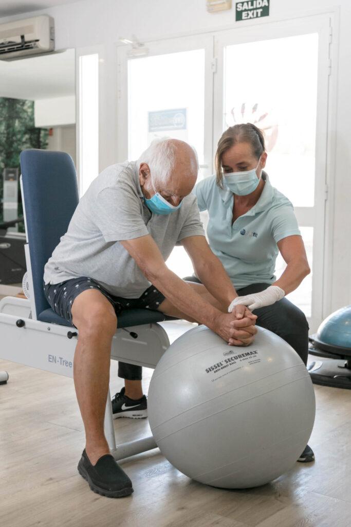 Medifit patient - therapiesessie met bal